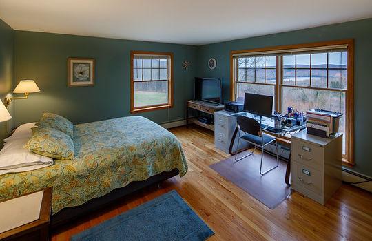 Farmington green bed