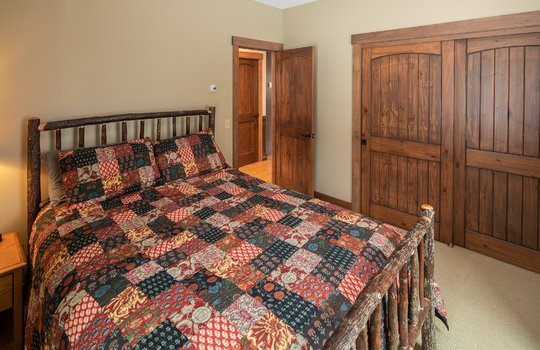 RVS 6005 SRC bedroom angle