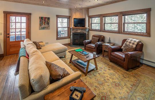 RVS 6005 SRC living room