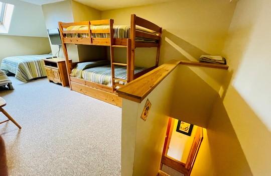 Snowbrook 2619 AB bunk 4