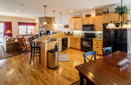 Timbers 7024 FTL kitchen 3