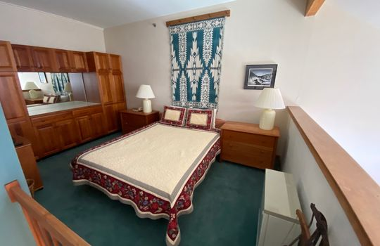SGTI 370 loft bedroom