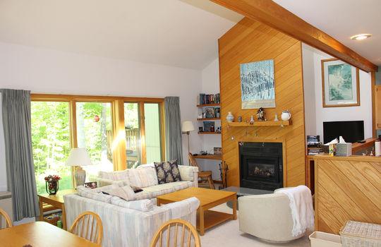 BIG 2151 BM kitchen & fireplace w slider doors
