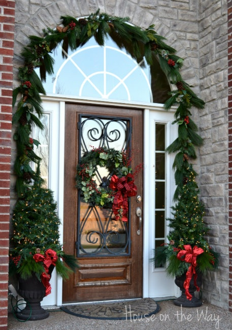christmas-arch-at-the-picket-fence