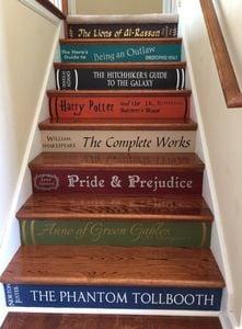 book-stairs-lettering-thatmakesastatement