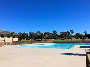 Olde Point - Pool