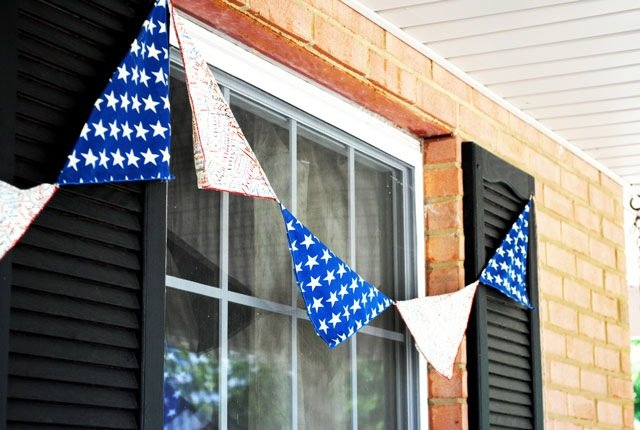 At the Pickey Fence - No Sew Pennant Banner