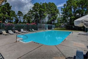 Brittany Lakes - Swimming Pool