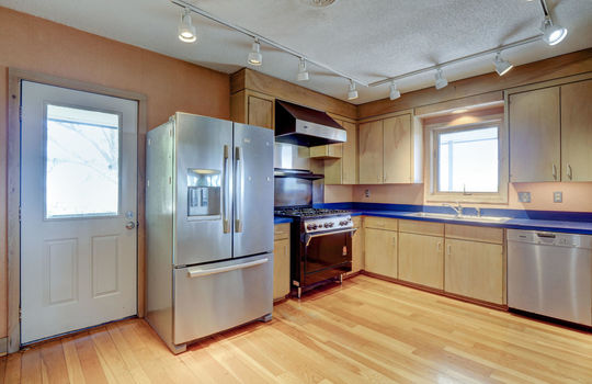 5550 Peden Point Rd Wilmington-large-006-019-Kitchen-1498×1000-72dpi