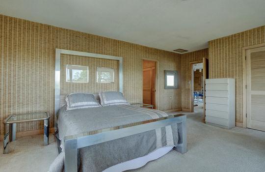 5550 Peden Point Rd Wilmington-large-018-023-Master Bedroom-1497×1000-72dpi