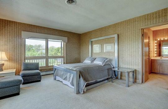5550 Peden Point Rd Wilmington-large-019-030-Master Bedroom-1497×1000-72dpi