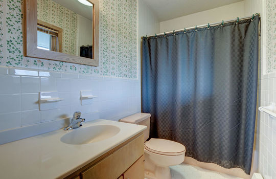 5550 Peden Point Rd Wilmington-large-024-028-Second Full Bathroom-1497×1000-72dpi
