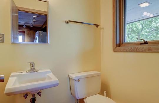 5550 Peden Point Rd Wilmington-large-026-033-Half Bathroom-1498×1000-72dpi