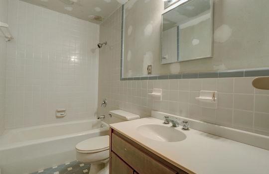 5550 Peden Point Rd Wilmington-large-041-034-Studio Apartment Bathroom-1498×1000-72dpi