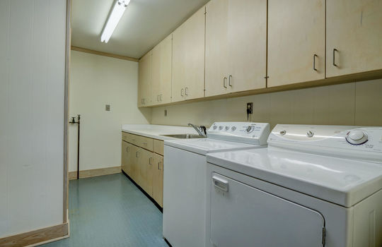 5550 Peden Point Rd Wilmington-large-043-050-Laundry Room-1497×1000-72dpi