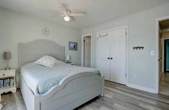 1100 Fort Fisher Blvd N 1403-large-016-014-Master Bedroom-1498×1000-72dpi
