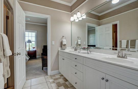 104-Pelican-Cove-Sneads-Ferry-large-048-025-Third-Full-Bathroom-1497×1000-72dpi