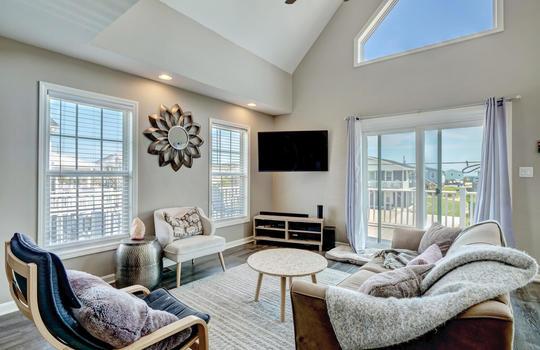 1209-N-Topsail-Dr-Surf-City-NC-large-015-006-Living-Room-1497×1000-72dpi