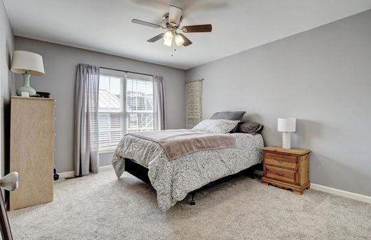 1209-N-Topsail-Dr-Surf-City-NC-large-019-018-Master-Bedroom-1497×1000-72dpi