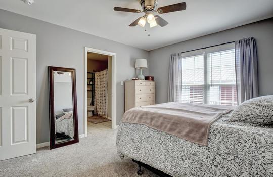1209-N-Topsail-Dr-Surf-City-NC-large-020-031-Master-Bedroom-1498×1000-72dpi
