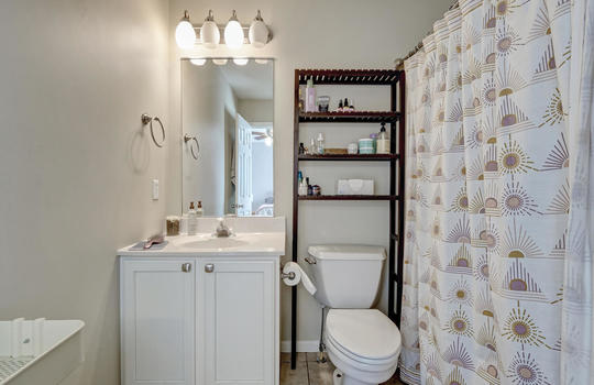 1209-N-Topsail-Dr-Surf-City-NC-large-021-019-Master-Bathroom-1498×1000-72dpi