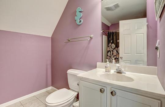 1209-N-Topsail-Dr-Surf-City-NC-large-029-015-Full-Bathroom-3-1497×1000-72dpi