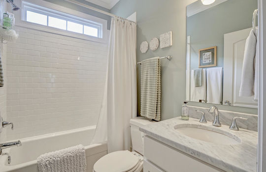 2022-Metts-Ave-Wilmington-NC-large-028-021-Second-Full-Bathroom-1497×1000-72dpi