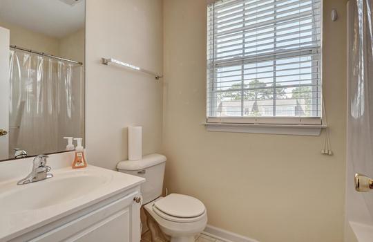 3958-Winds-Ridge-Dr-Wilmington-large-022-022-Second-Full-Bathroom-1497×1000-72dpi