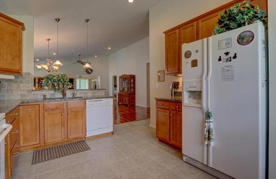 4924-Coronado-Dr-Wilmington-NC-large-008-006-Kitchen-1497×1000-72dpi