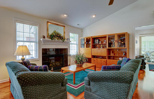 4924-Coronado-Dr-Wilmington-NC-large-012-015-Living-Room-1497×1000-72dpi