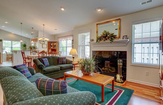 4924-Coronado-Dr-Wilmington-NC-large-013-014-Living-Room-1497×1000-72dpi