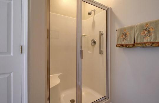 4924-Coronado-Dr-Wilmington-NC-large-023-025-Master-Bathroom-1499×1000-72dpi