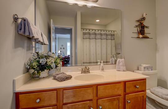 4924-Coronado-Dr-Wilmington-NC-large-026-023-Second-Full-Bathroom-1497×1000-72dpi