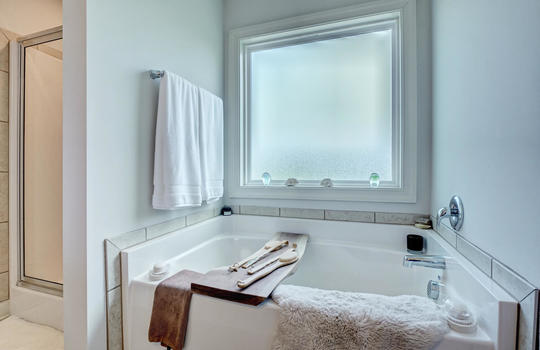 70-Peoples-Ct-Hampstead-NC-large-020-014-Master-Bathroom-1497×1000-72dpi