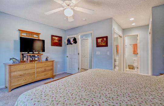 936-Summerlin-Falls-Ct-large-023-003-Master-Bedroom-1497×1000-72dpi
