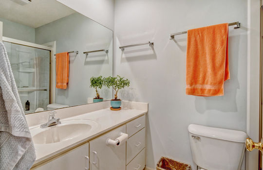 936-Summerlin-Falls-Ct-large-025-031-Master-Bathroom-1497×1000-72dpi