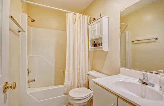 936-Summerlin-Falls-Ct-large-028-012-Full-Bathroom-2-1497×1000-72dpi