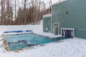 White Cap condo heated outdoor pool and hot tub