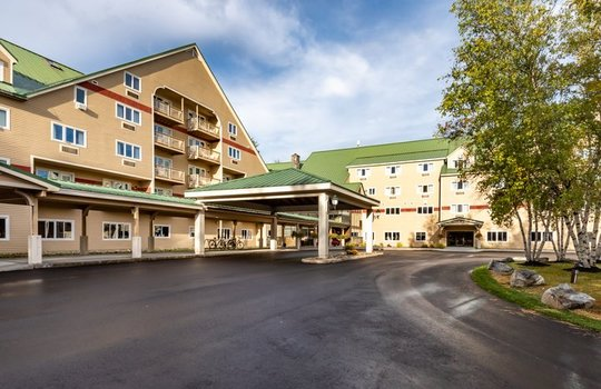 Grand Summit Hotel arrival